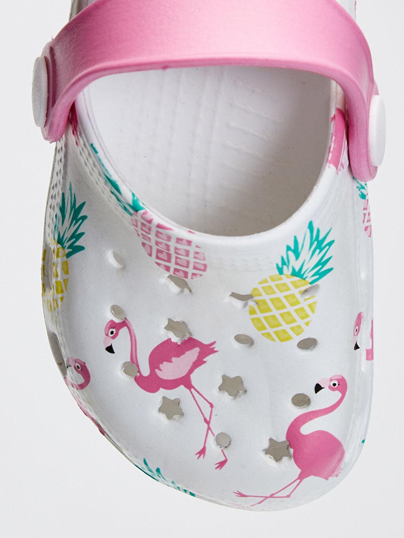 LC Waikiki Beyaz Kız Bebek Flamingo Baskılı Sandalet