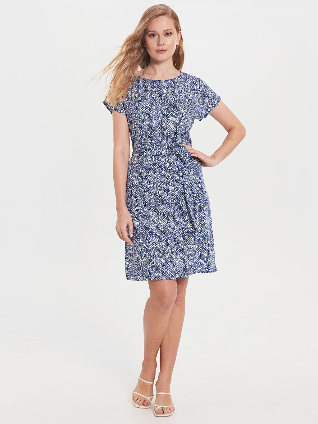 Kadın Desenli Kuşaklı Viskon Elbise