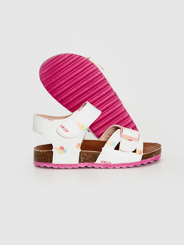 LC Waikiki Beyaz Kız Bebek Toka Detaylı Cırt Cırtlı Sandalet