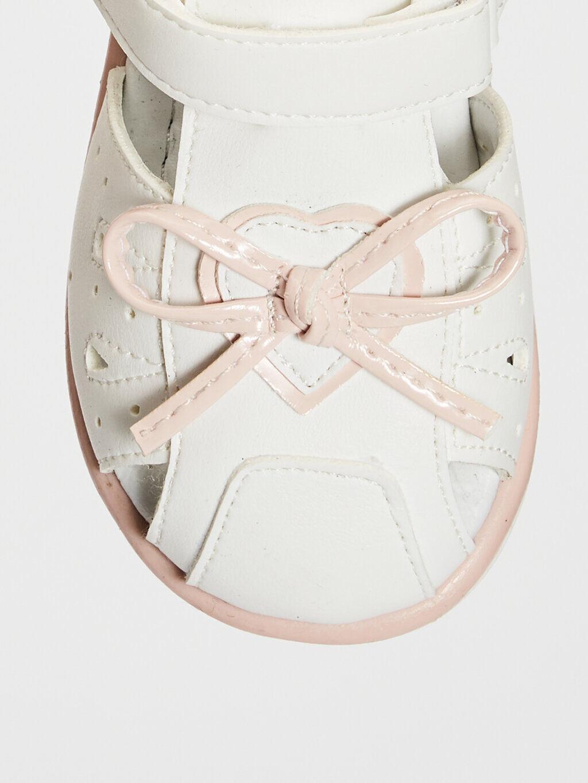 Beyaz Kız Bebek Fiyonk Detaylı Cırt Cırtlı Sandalet