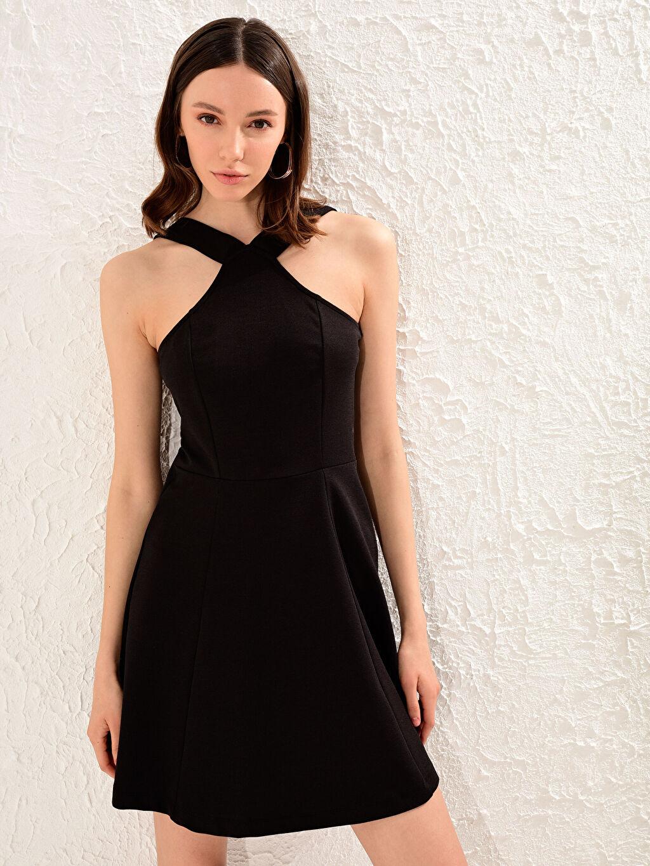 %93 Polyester %7 Elastan Elbise Kısa Kolsuz Standart Düz Parti Fit&Flare Orta Kalınlık Halter Yaka Kloş Elbise
