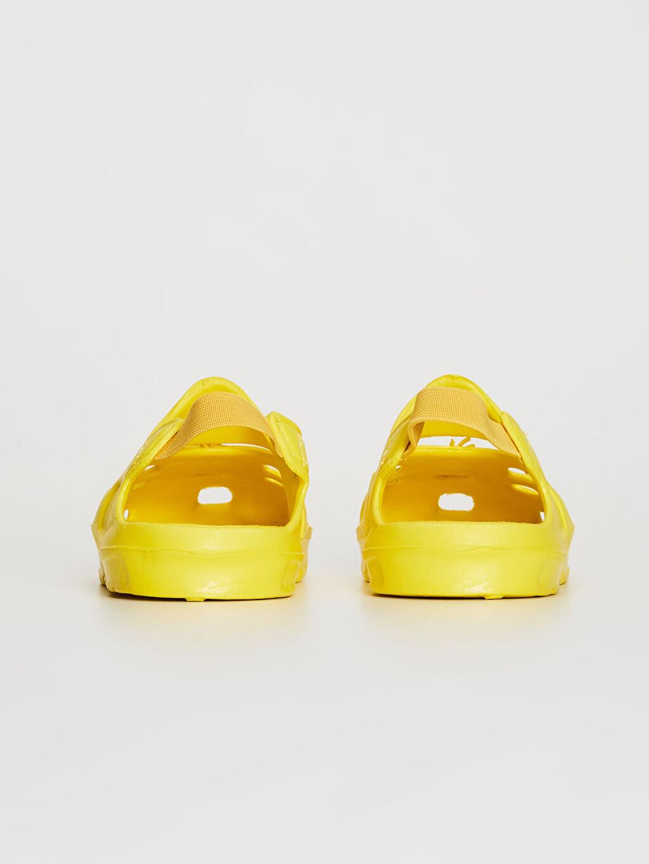 LC Waikiki Sarı Kız Bebek Tweety Lisanslı Lastikli Plaj Ayakkabısı