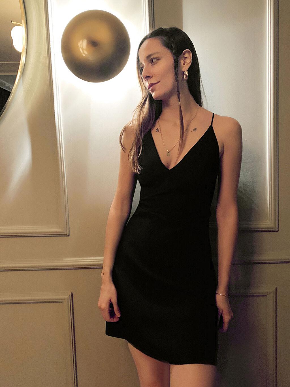 Siyah Appleline Beli Dekolte Detaylı Askılı Elbise