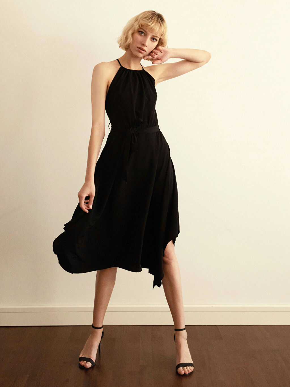 Siyah Halter Yaka Sırt Detaylı Elbise