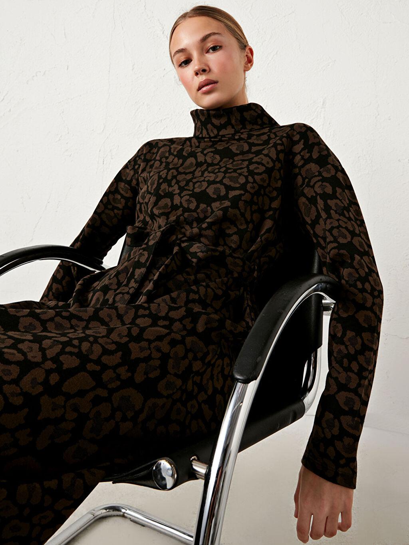 %67 Polyester %31 Viskoz %2 Elastan Standart Orta Kalınlık Elbise Desenli Shift Uzun Kol Şal Yaka Leopar Desenli Uzun Salaş Elbise