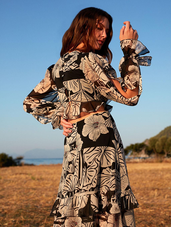 Kadın Oopscool X Lcwaikiki Çiçek Desenli Volanli Yirtmaçli Uzun Elbise