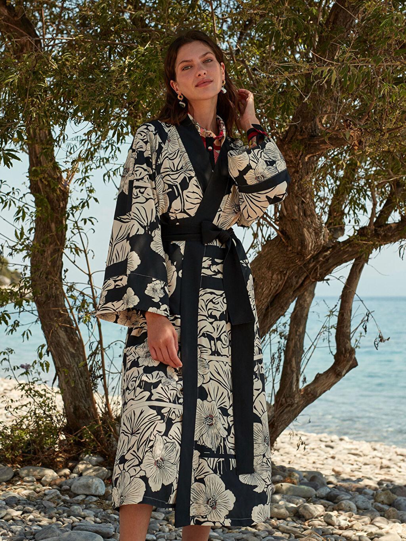 Siyah Oopscool X Lcwaikiki Çiçek Desenli Kemerli Uzun Kimono 0WEK91Z8 LC Waikiki