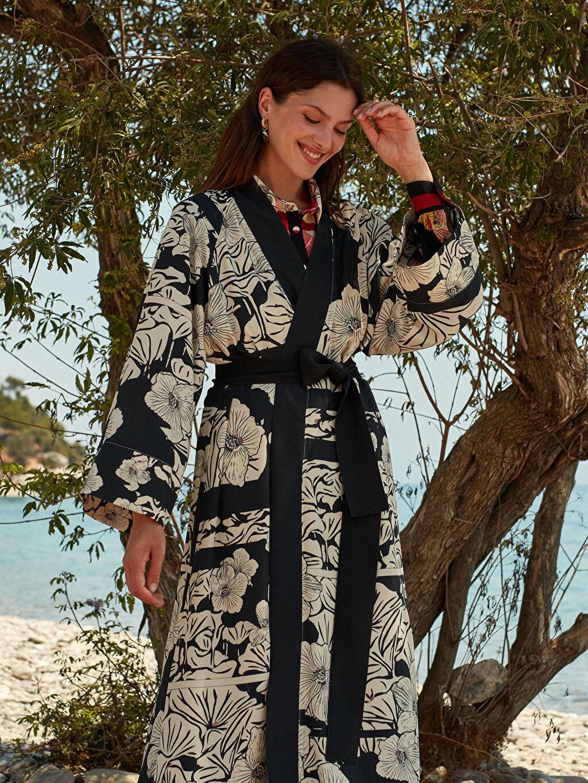 %100 Polyester Oopscool X Lcwaikiki Çiçek Desenli Kemerli Uzun Kimono