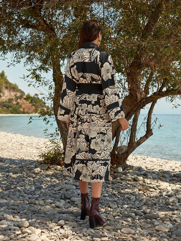 LC Waikiki Siyah Oopscool X Lcwaikiki Çiçek Desenli Kemerli Uzun Kimono
