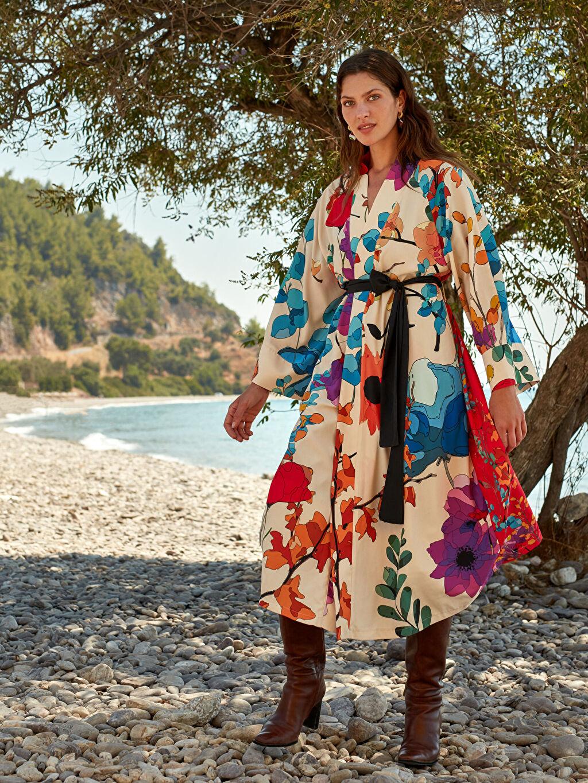 Ekru Oopscool X Lcwaikiki Çiçek Desenli Kemerli Uzun Kimono 0WEK94Z8 LC Waikiki