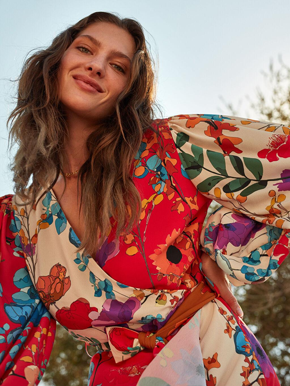 Ekru Oopscool X Lcwaikiki Çiçek Desenli Kuşakli Anvelop Elbise
