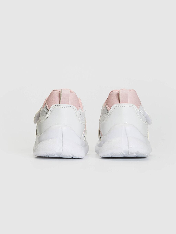 LC Waikiki Beyaz Kız Bebek Cırt Cırtlı Yürüme Öncesi Ayakkabı