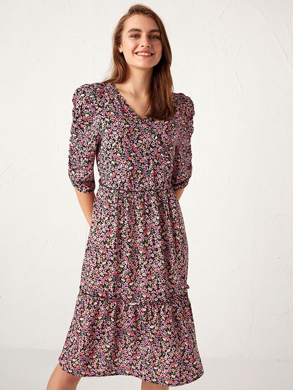Kadın Desenli Kruvaze Yaka Elbise