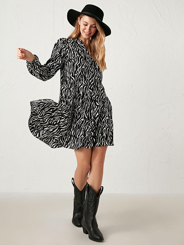 %100 Viskoz Elbise Desenli Standart İnce V Yaka Uzun Kol Leopar Desenli Elbise