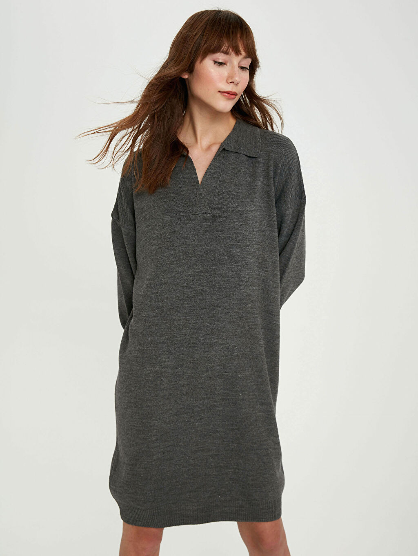 %100 Akrilik Elbise Orta Kalınlık Polo Yaka Uzun Kol Düz V Yaka Akrilik Triko Elbise
