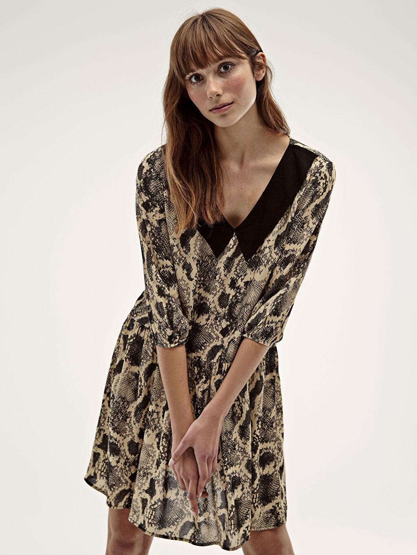Kadın Desenli V Yaka Dokuma Elbise
