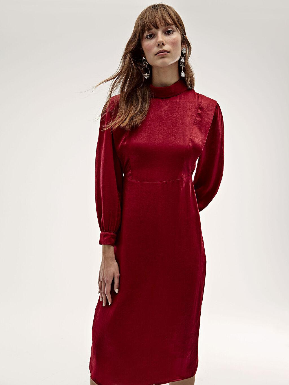 %100 Polyester Dik Yaka İşıltılı Uzun Saten Elbise