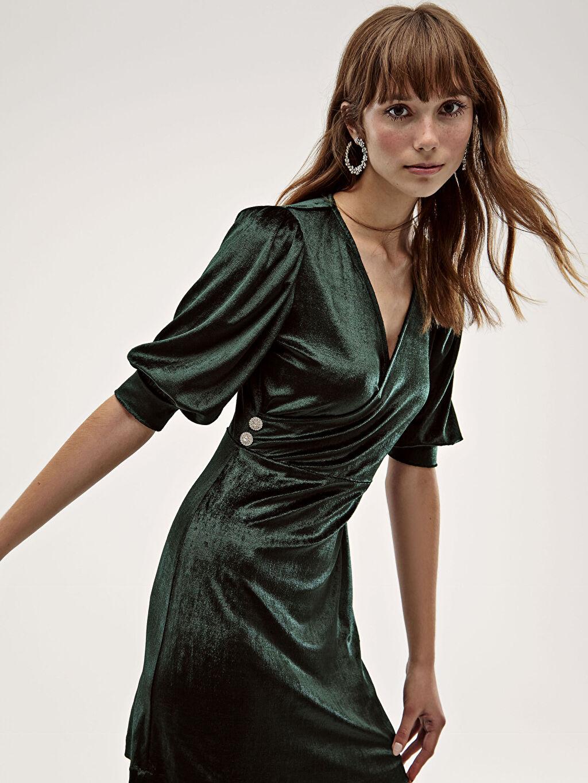 %100 Polyester Dokulu Kumaştan V Yaka Elbise