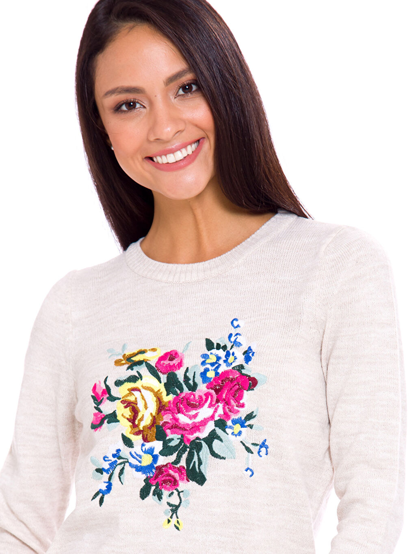 %92 Akrilik %8 Polyester Çiçek Nakışlı Kazak