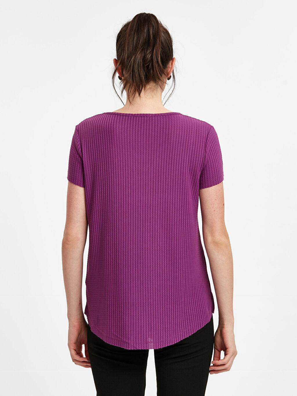 %61 Polyester %37 Viskoz %2 Elastan Tişört V Yaka Kısa Kol Standart T Kesim Standart Yaka Detaylı Jakarlı Tişört