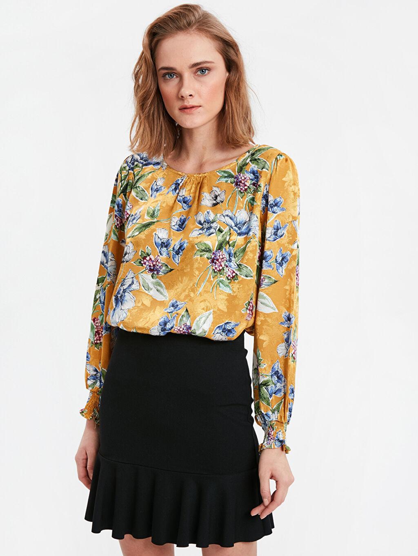 Sarı Çiçek Desenli Saten Bluz 8WK274Z8 LC Waikiki