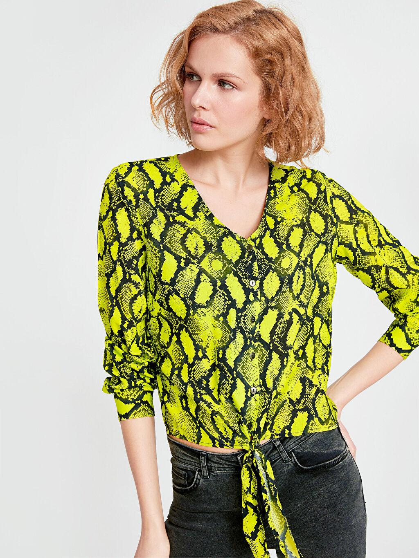 Yeşil Beli Bağlama Detaylı Desenli Neon Bluz 9SM845Z8 LC Waikiki