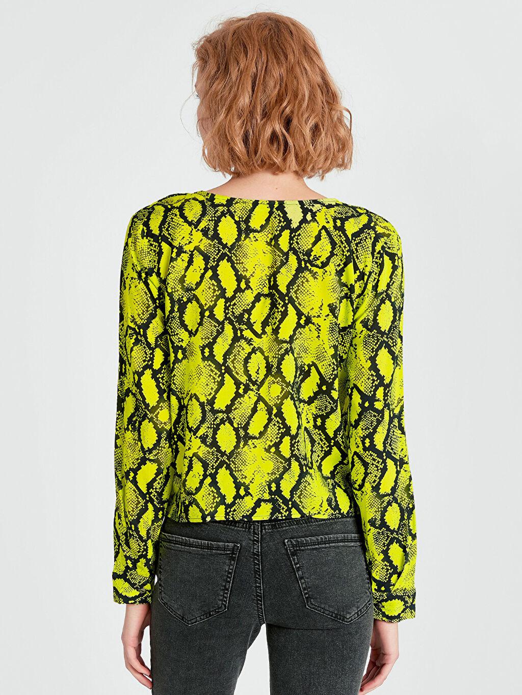 Kadın Beli Bağlama Detaylı Desenli Neon Bluz
