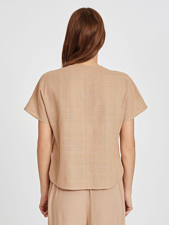 Kadın Yakası Düğmeli Pamuklu Bluz