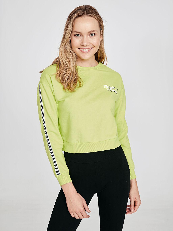 %52 Pamuk %48 Polyester Uzun Kol Standart Sweatshirt Standart Bisiklet Yaka İnce Sweatshirt Kumaşı Şerit Detaylı Neon Sweatshirt