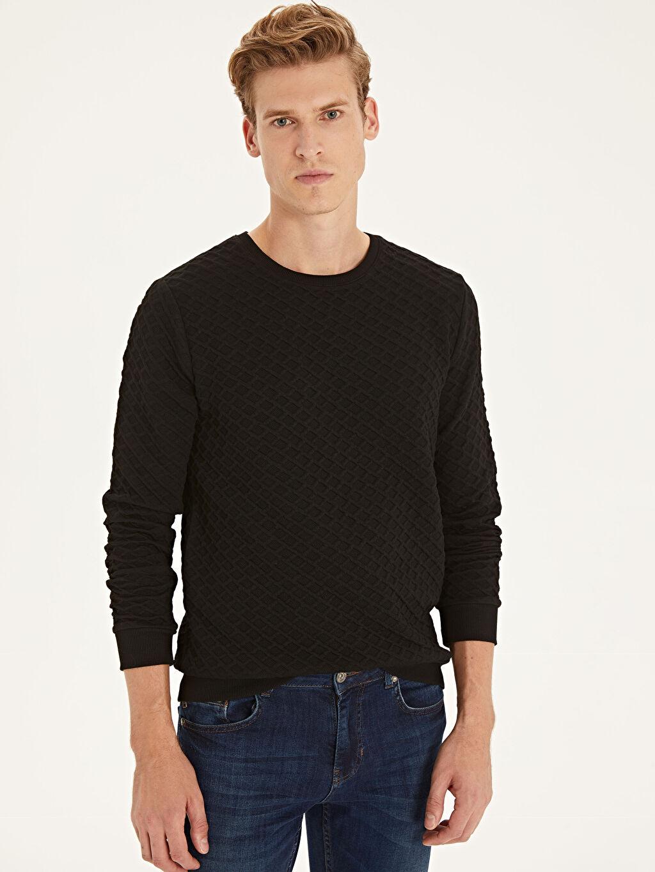 Siyah Slim Fit Kapitone Desenli Sweatshirt 9W7825Z8 LC Waikiki