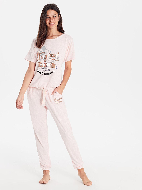 %47 Pamuk %53 Polyester Mickey Mouse Süprem İnce Pijama Takım Uzun Kısa Kol Standart Mickey Mouse Baskılı Pijama Takımı