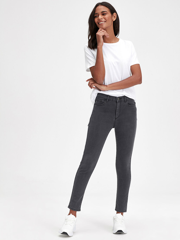 %79 Pamuk %19 Polyester %2 Elastan Yüksek Bel Standart Jean Düz Paça Jean Pantolon
