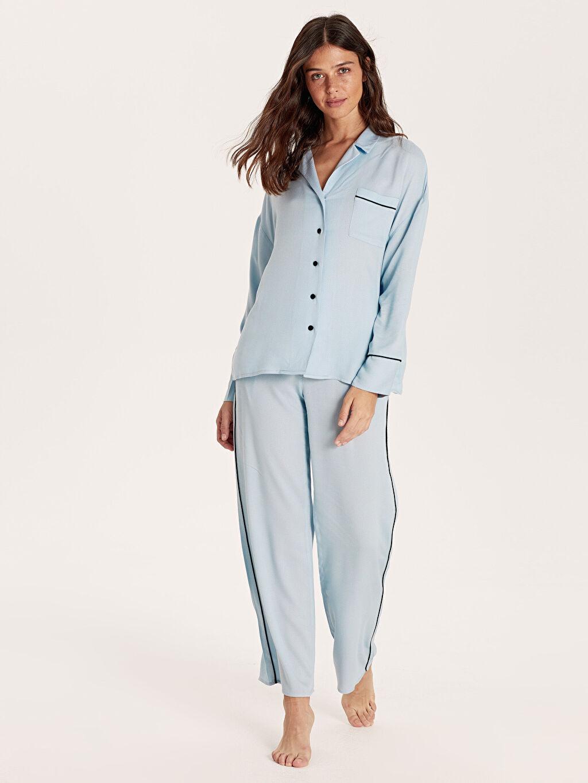 Mavi Şerit Detaylı Viskon Pijama Takımı 9W9072Z8 LC Waikiki