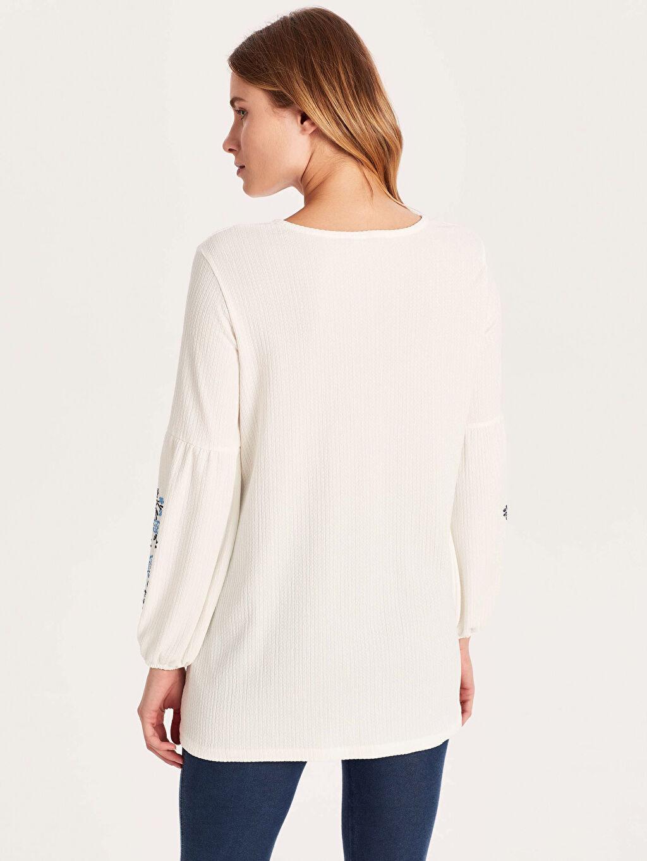 Kadın Uzun Kollu Nakışlı Tişört