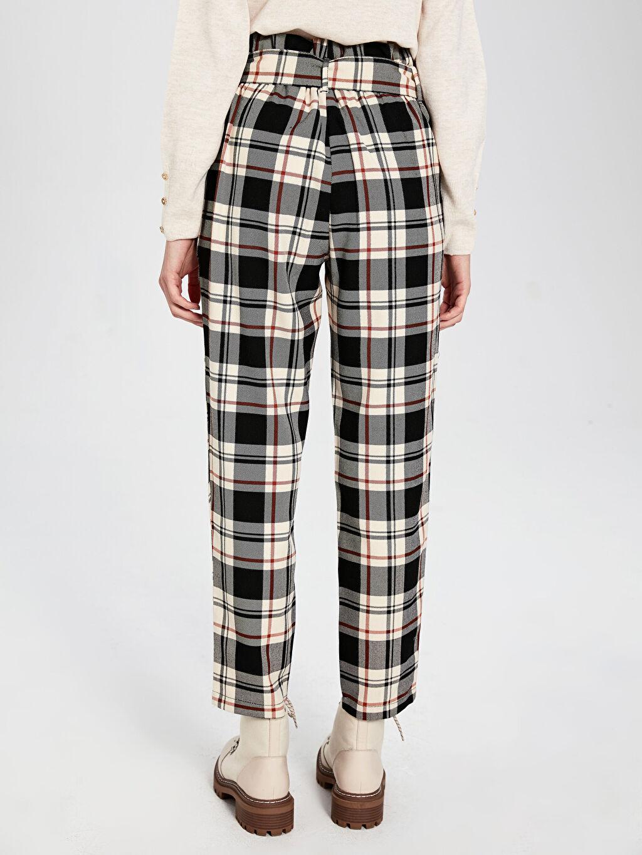 Kadın Bilek Boy Kemerli Ekose Havuç Pantolon