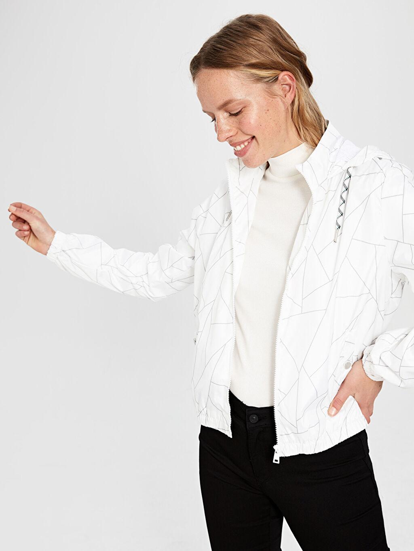 %100 Polyester %100 Polyester Crop İnce Taffeta Astar Yağmurluk Tafetta Geometrik Desenli Kapüşonlu İnce Mont