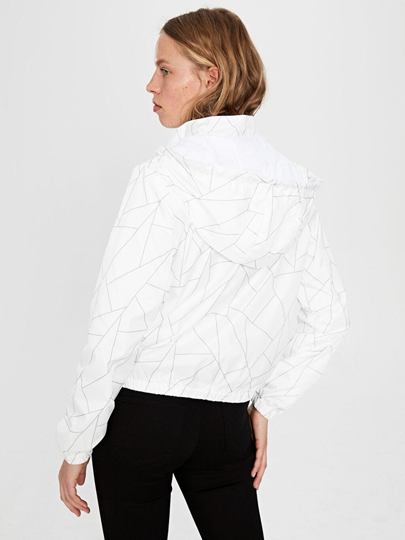 %100 Polyester Geometrik Desenli Kapüşonlu İnce Mont