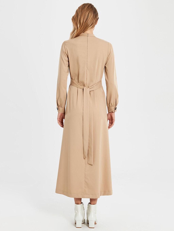 Bej Dik Yaka Kuşaklı Uzun Elbise
