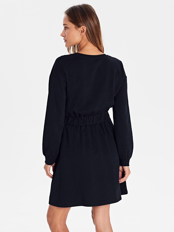 %100 Pamuk Yazı Baskılı Beli Lastikli Pamuklu Elbise