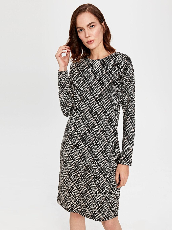%69 Polyester %30 Viskoz %1 Elastan Shift Uzun Kol Kendinden Desenli Midi Ofis/Klasik Standart Astarsız Elbise Desenli Bisiklet Yaka Elbise