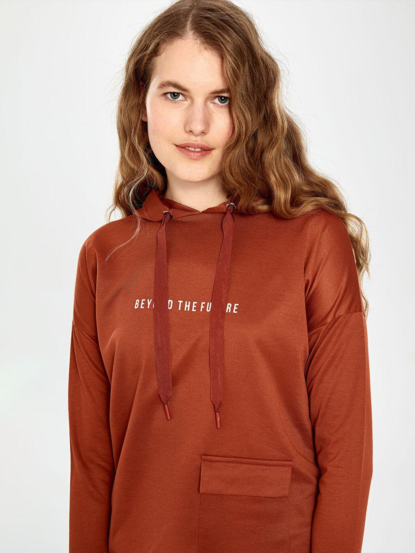 %100 Polyester Düz Tunik Orta Kalınlık İnce Sweatshirt Kumaşı Diz Üstü Slogan Baskılı Kapüşonlu Sweatshirt