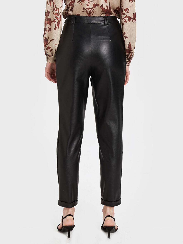 Kadın Sateen Köprü Detaylı Deri Görünümlü Pantolon
