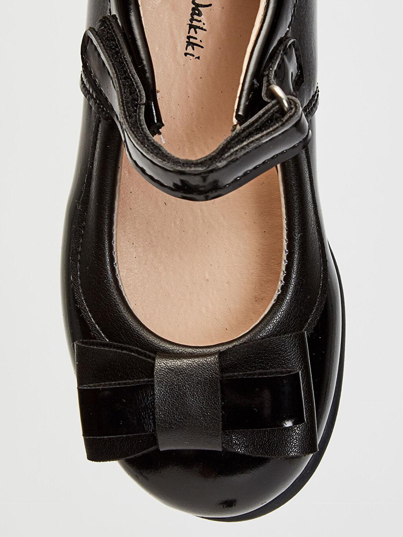 LC Waikiki Siyah Kız Çocuk Cırt Cırtlı Babet Ayakkabı