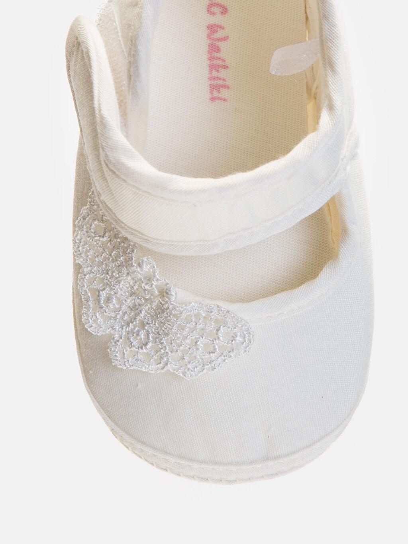 LC Waikiki Beyaz Kız Bebek Cırt Cırtlı Ayakkabı