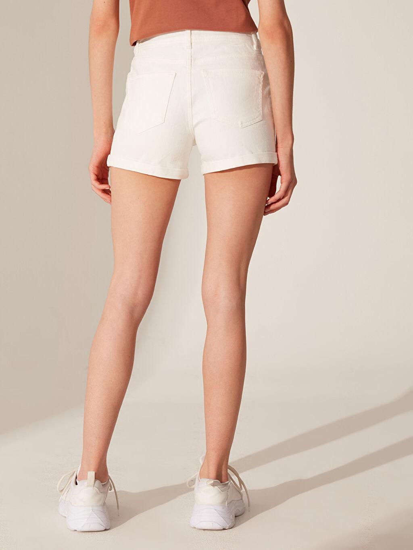 LC Waikiki Beyaz Normal Bel Jean Şort