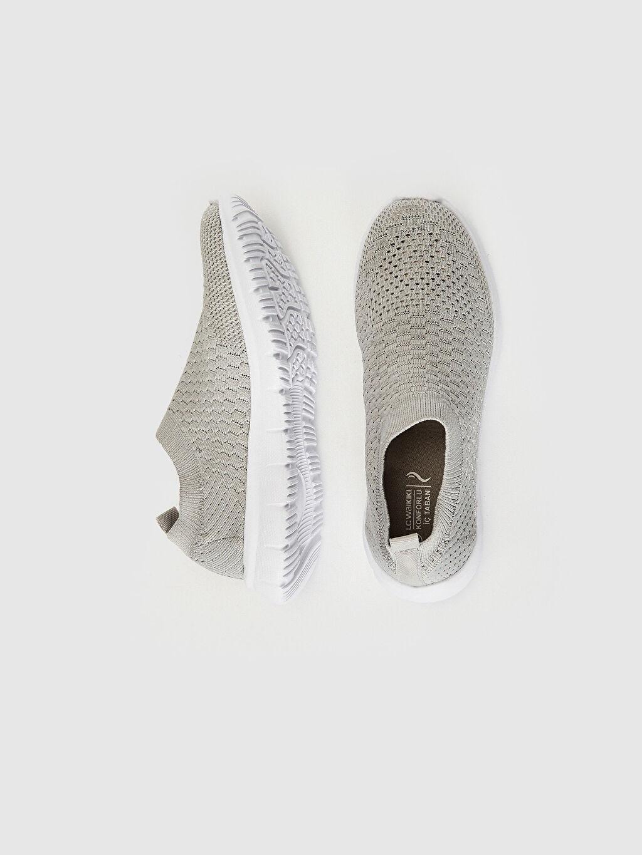 %0 Tekstil malzemeleri (%100 poliester) Konforlu İç Taban Kısa Yuvarlak Burun Aktif Spor Ayakkabı 1 cm Düz Kadın Slip On Çorap Model Simli Spor Ayakkabı