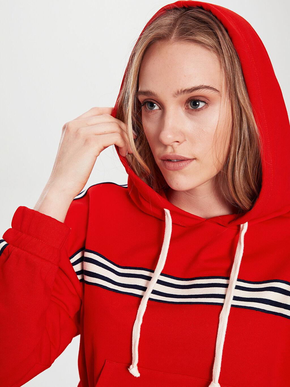 Kadın Şerit Detaylı Kapüşonlu Crop Sweatshirt
