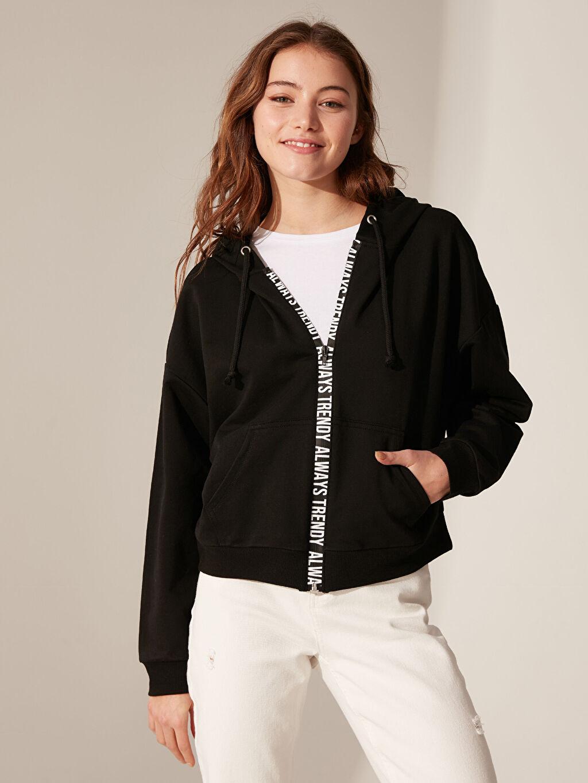 Siyah Slogan Şerit Detaylı Kapüşonlu Sweatshirt 0S8800Z8 LC Waikiki