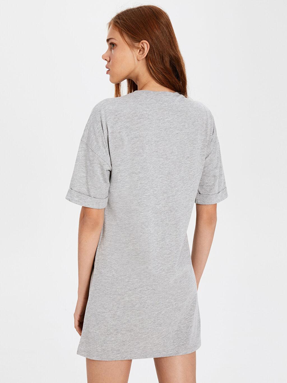 %57 Pamuk %43 Polyester Yazı Baskılı Pul Nakışlı Salaş Elbise