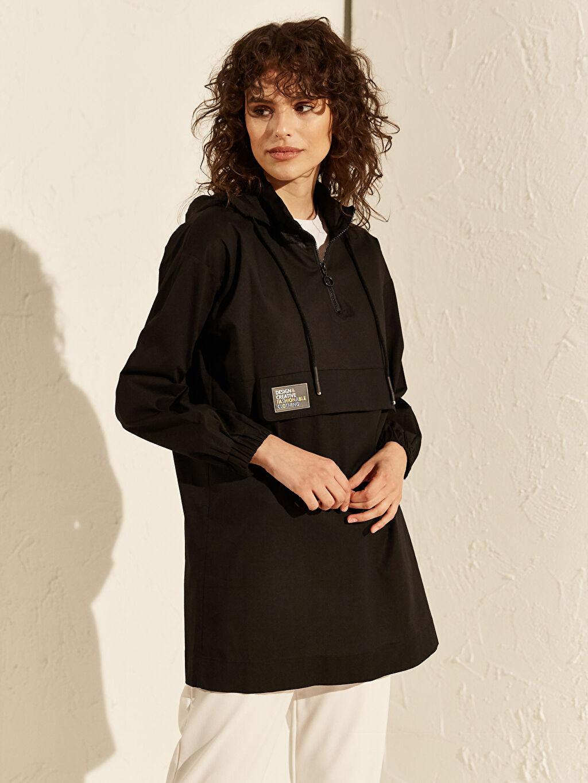 Siyah Kapüşonlu Pamuklu Sweatshirt 0SL168Z8 LC Waikiki